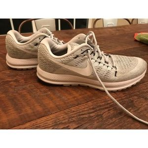 Nike Men's Zoom Vomero 12 Size 10 Platinum